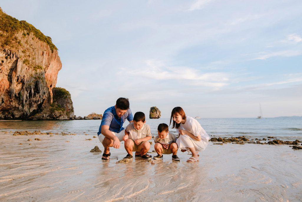 Family photo shoot, Family photographer, family photographer at Railay Krabi, honeymoon, Krabi family photographer, Krabi honeymoon photographer, Krabi photographer, Krabi photography, Krabi vacation photographer, Krabi wedding photographer, railay beach, Railay family photographer, Railay photographer, Railaybeach, ช่างภาพถ่ายภาพครอบครัว Rayavadee, ช่างภาพถ่ายภาพครอบครัว รายาวดี, ช่างภาพไร่เลย์, หาช่างภาพถ่ายภาพครอบครัวริมทะเล กระบี่, หาช่างภาพถ่ายภาพที่ Rayavdee, หาช่างภาพถ่ายภาพที่รายาวดี ไร่เลย์, หาช่างภาพถ่ายภาพที่ไร่เลย์, หาช่างภาพถ่ายรูปครอบครัวริมชายหาด ในกระบี่, Railay photographer, Railay photography, Rayavadee photographer, Rayavadee photography